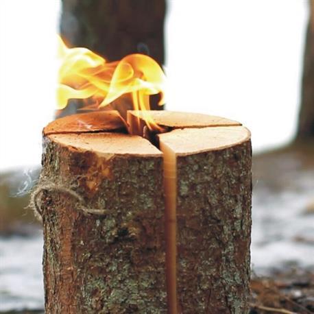 Schwedenfeuer entzündet Gartenfackel
